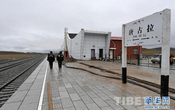 世界上海拔最高的火车站——唐古拉车站